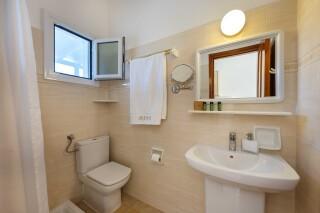 studios irene hotel paros bathroom amenities